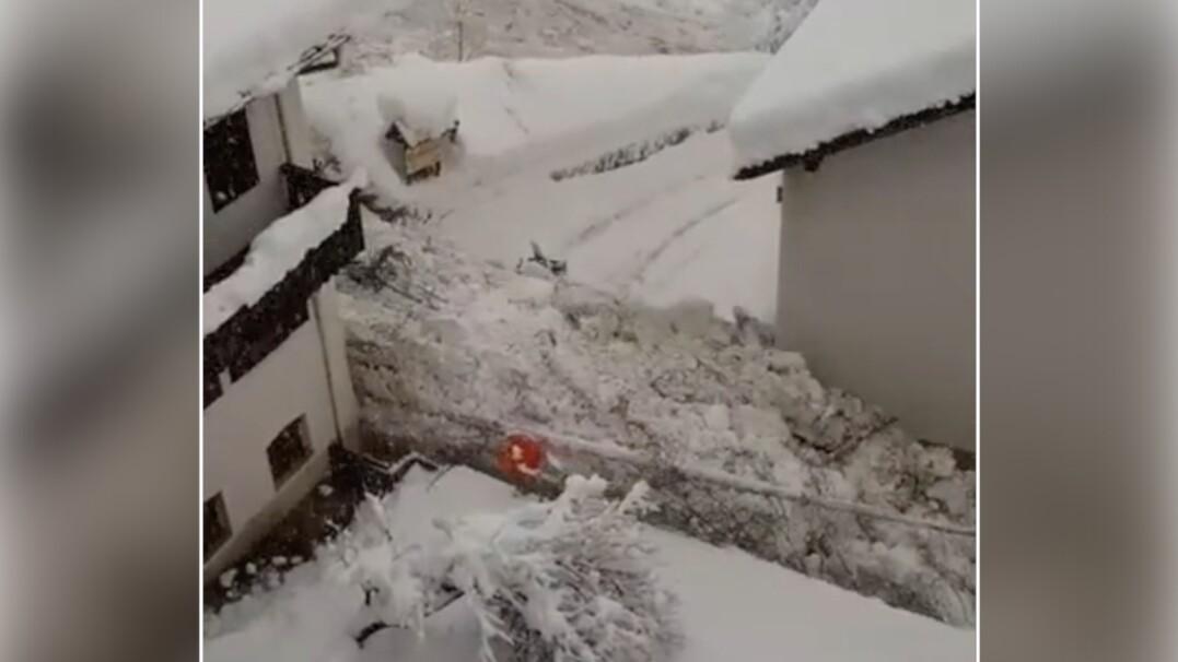 """""""Rzeka"""" śniegu i gruzu spłynęła po ulicach włoskiego miasta"""
