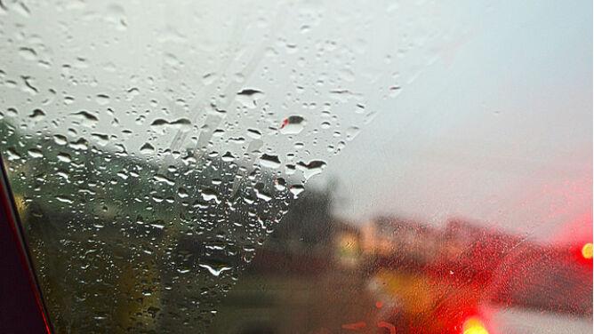 Opady mogą utrudniać jazdę