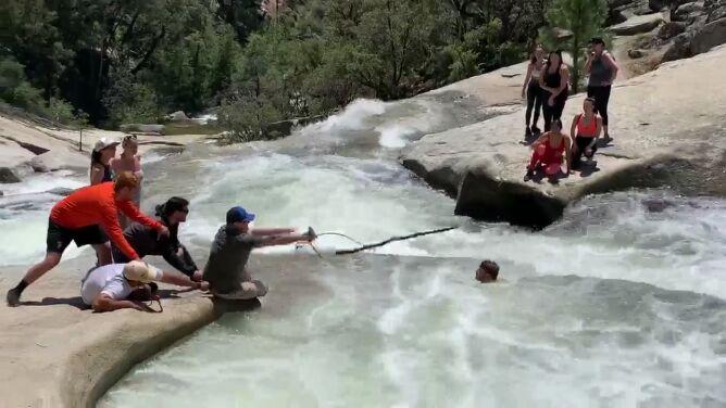 Mężczyzna wpadł do wodospadu. <br />Dramatyczna akcja ratunkowa