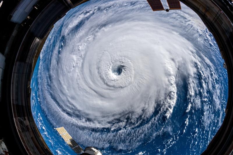 Huragan Florence widziany z kosmosu (PAP/EPA/ALEXANDER GERST/ESA/NASA HANDOUT)