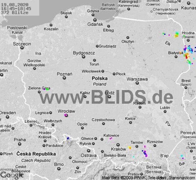 Ścieżka przechodzenia burz nad Polską w godzinach 16.45-18.45 (blids.de)