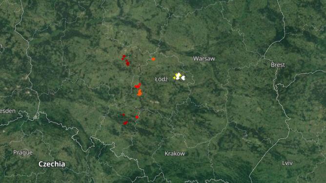 Deszcz i krupa śnieżna. <br />Burze przechodzą nad Polską